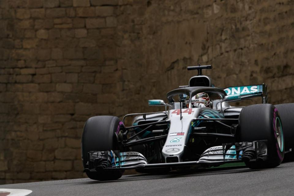 GP do Azerbaijão: Hamilton ganha corrida com final louco e lidera Mundial