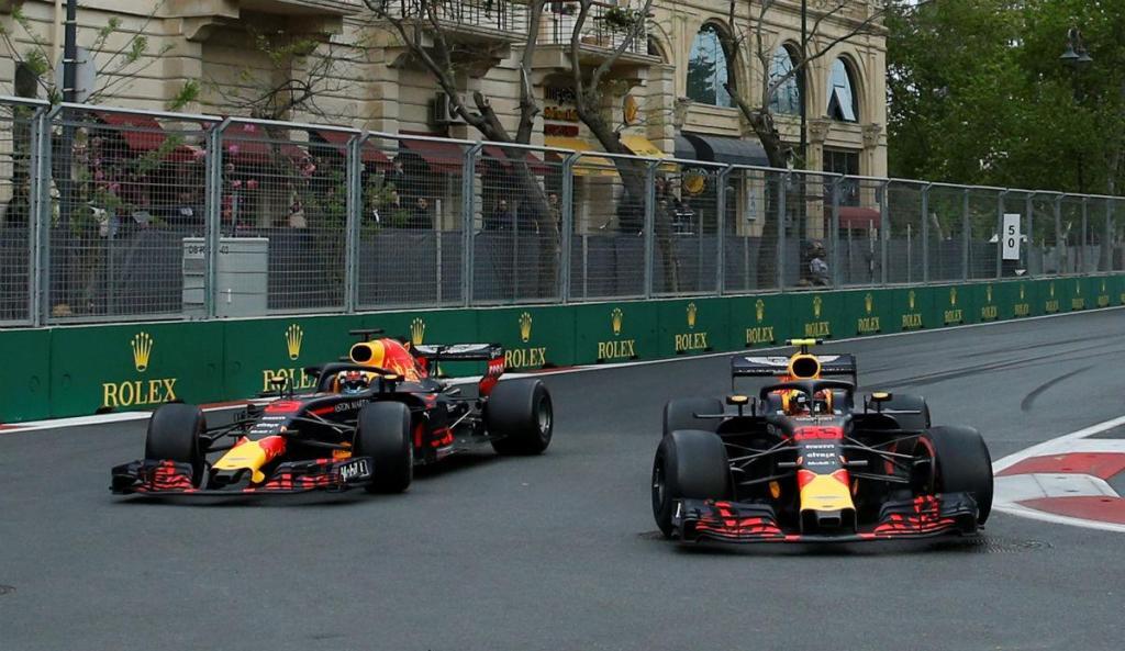 GP do Azerbaijão: Red Bull iliba Verstappen e Ricciardo, FIA repreende-os