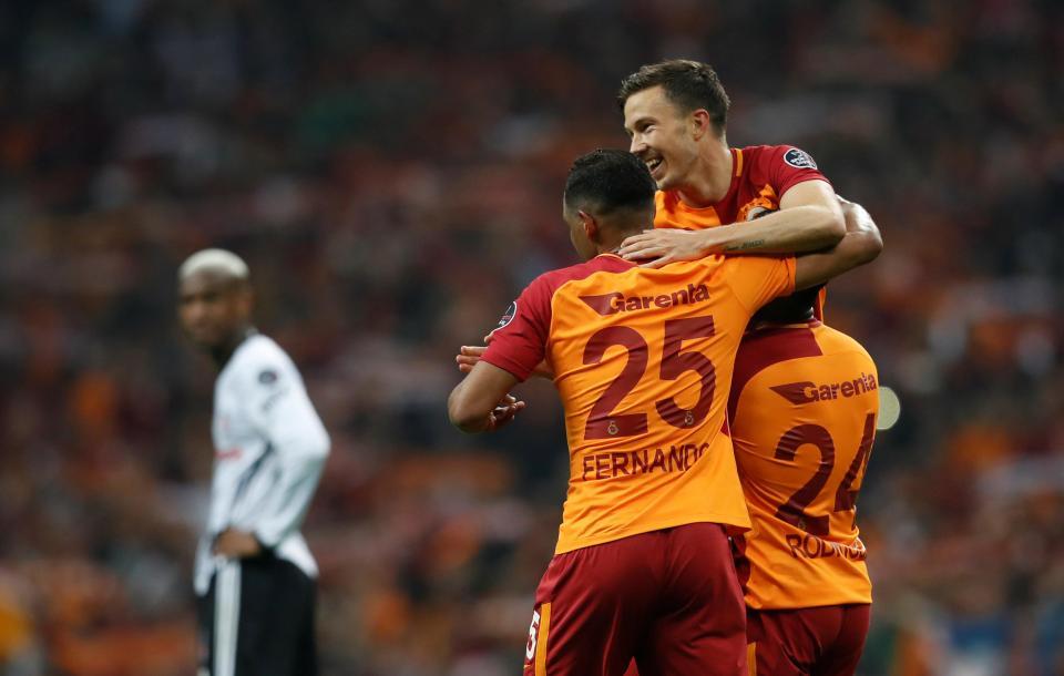 Galatasaray vence e fica a um ponto do título