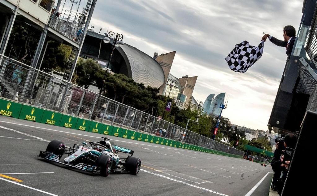 """Hamilton: """"Não podemos continuar a contar com corridas destas"""""""