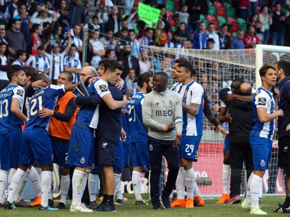 VÍDEO: a festa dos jogadores do FC Porto (ainda no hotel)
