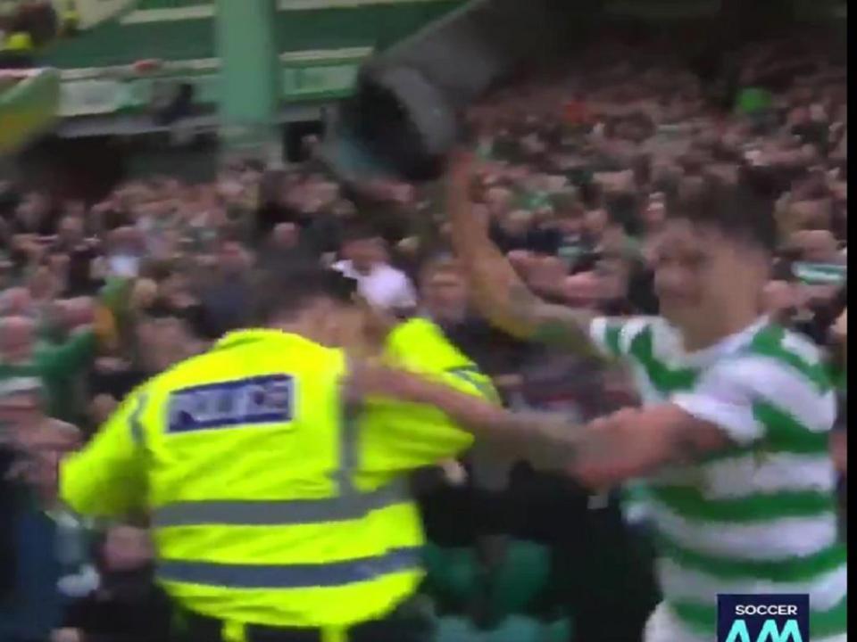 VÍDEO: jogador do Celtic «roubou» polícia para festejar golo