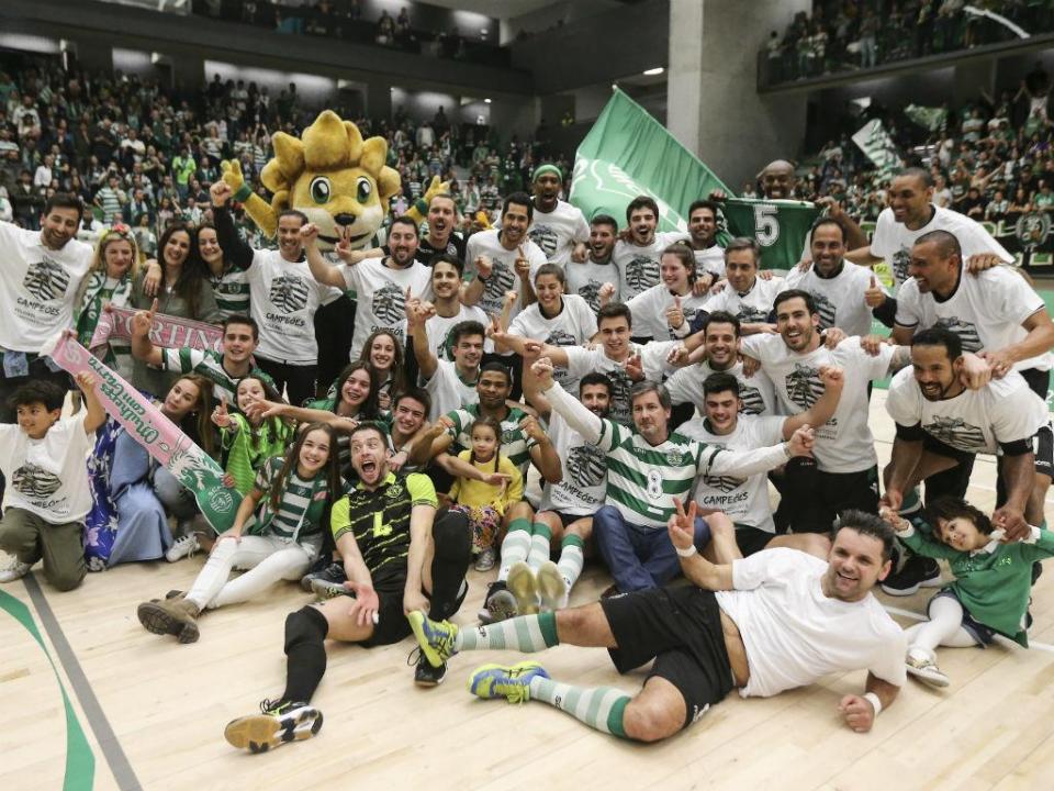 Voleibol: campeão Sporting entra a vencer