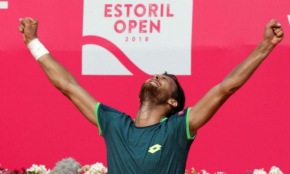 Estoril Open: João Sousa vence Edmund e está nas meias-finais
