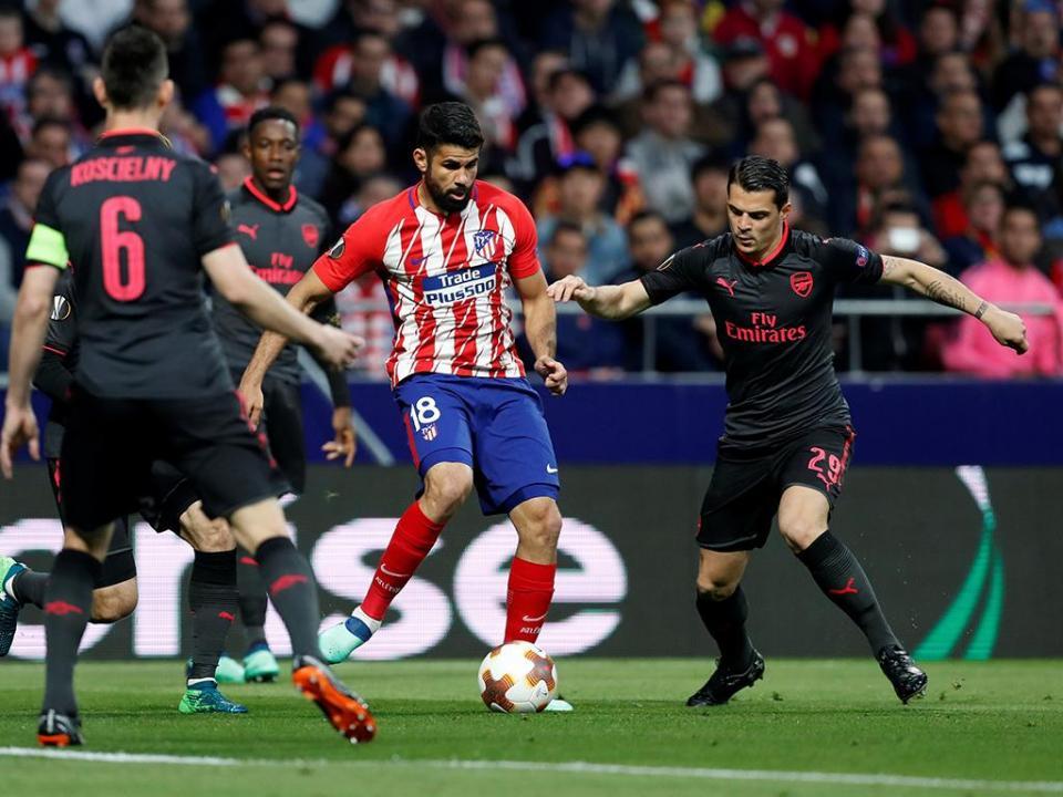 OFICIAL: Granit Xhaka renova com o Arsenal
