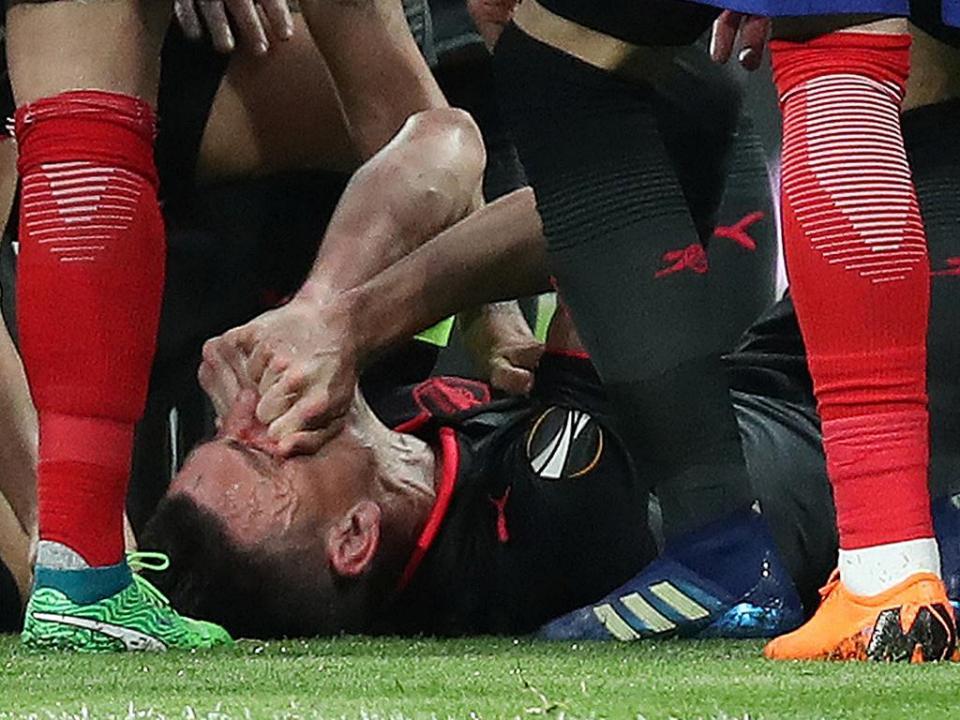 Atenção Sporting: Koscielny regressa aos treinos do Arsenal