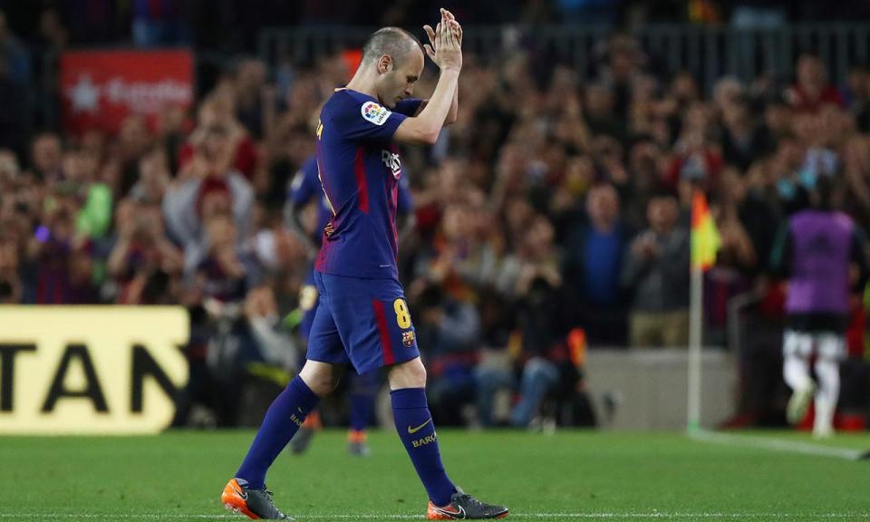 Zidane esperou Iniesta no final do clássico para um abraço de despedida