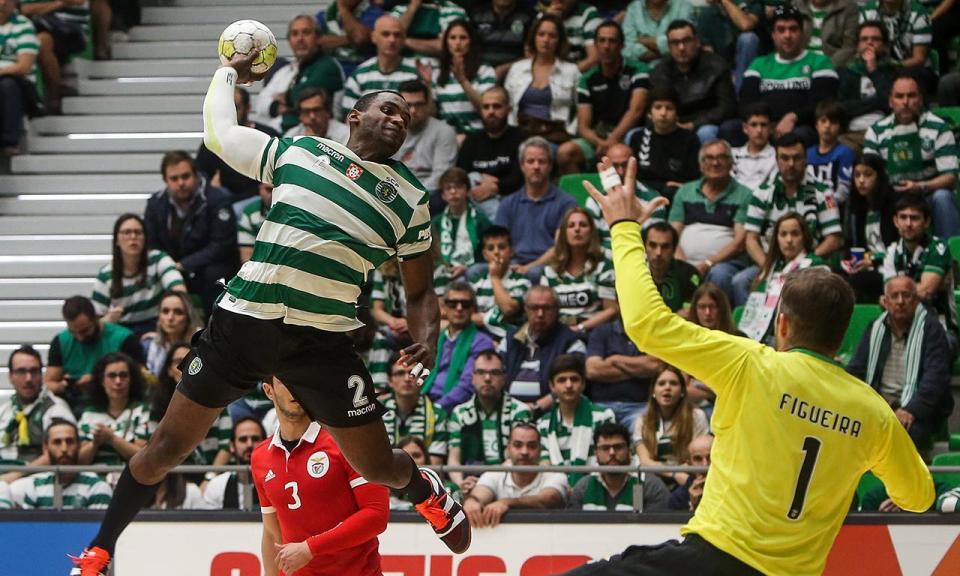 Andebol: Hugo Figueira renova com o Benfica