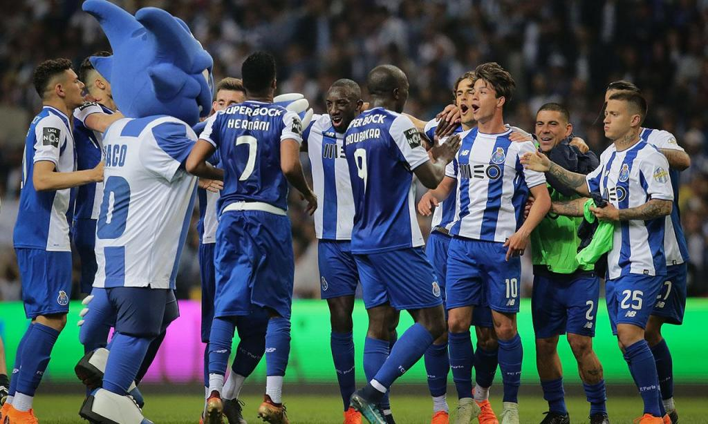 «Campeões allez» custa 3800 euros ao FC Porto