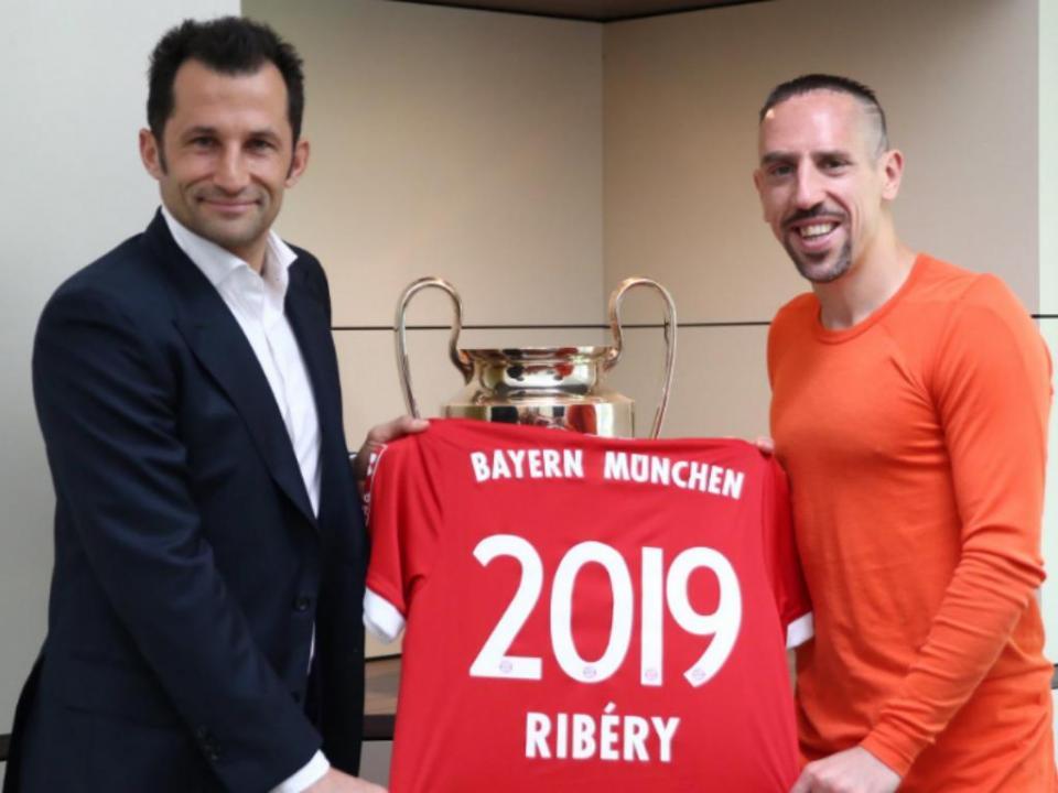 OFICIAL: Bayern Munique renova com Ribéry