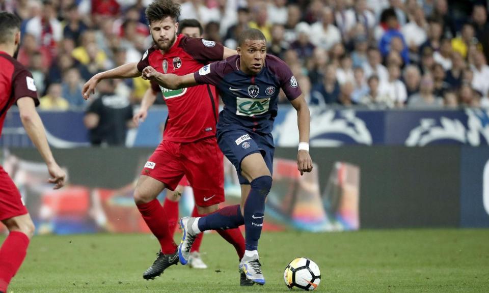 Tuchel explica aposta de Neymar na «posição 10»