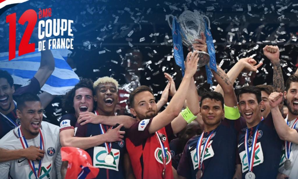 VÍDEO: Thiago Silva levanta Taça de França com... o capitão adversário