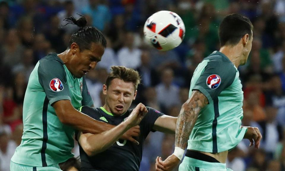 Adversário de Portugal no Euro 2016 forçado a retirar-se precocemente