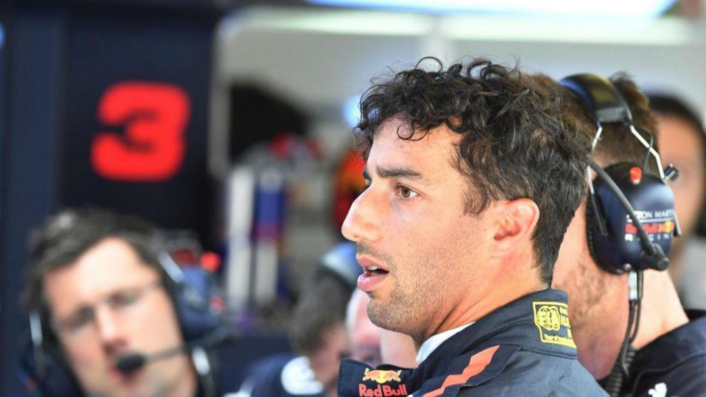 F1: Daniel Ricciardo estranha comportamento dos pneus supermacios