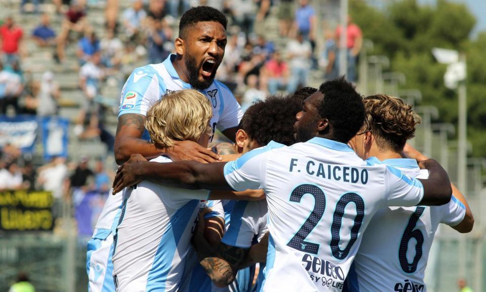 OFICIAL: Lazio renova com defesa espanhol