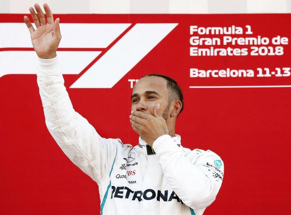 F1: Hamilton bate mais um recorde de Schumacher
