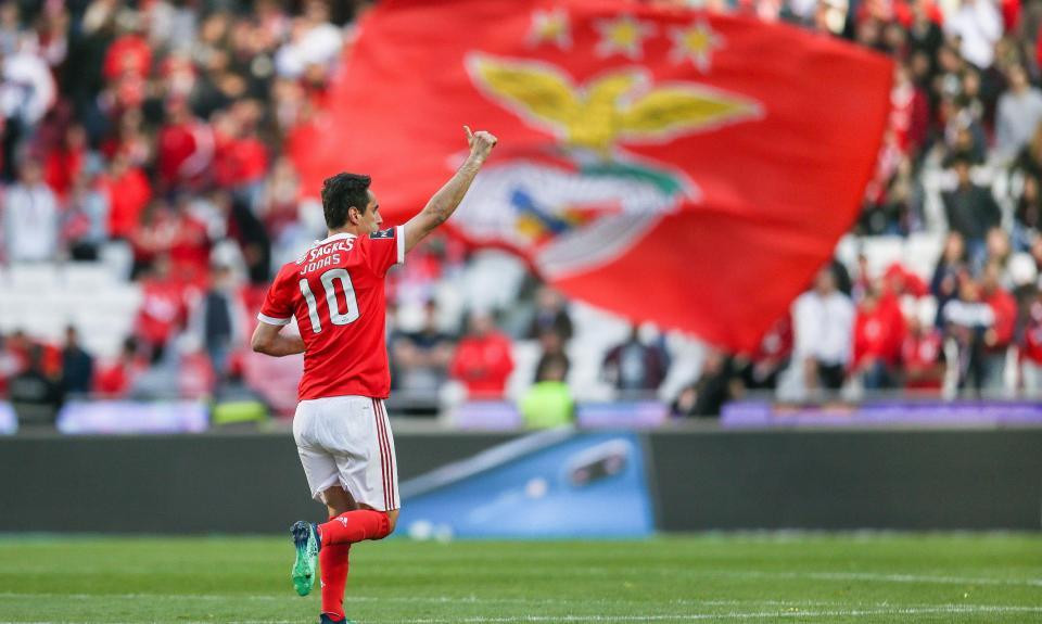 Benfica: Jonas reuniu com Vieira para definir futuro