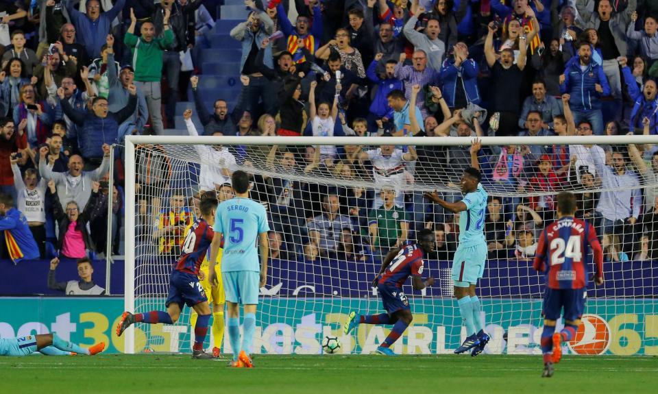 Hat-trick de ex-Moreirense acaba com invencibilidade do Barcelona