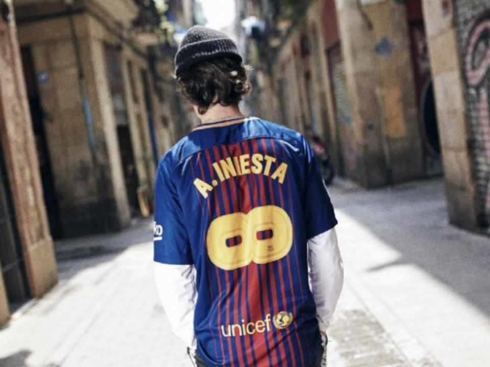 Barcelona: a nova camisola em homenagem a Iniesta