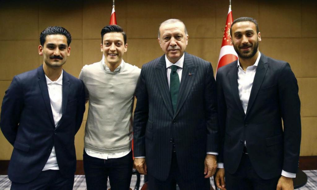 Alemanha: Özil e Gundogan arrasados devido a foto com Erdogan