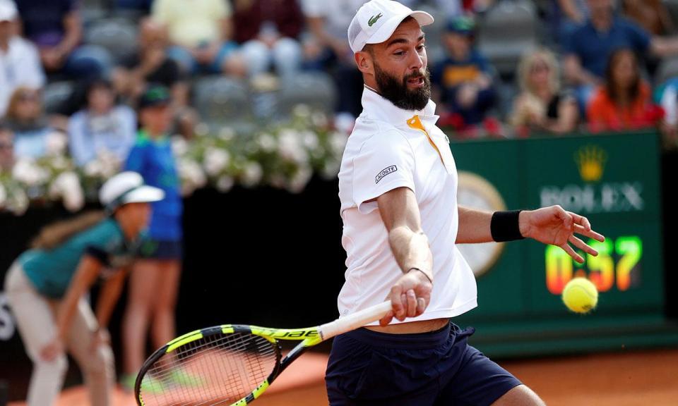 VÍDEO: choque com tenista deixa jovem apanha-bolas KO