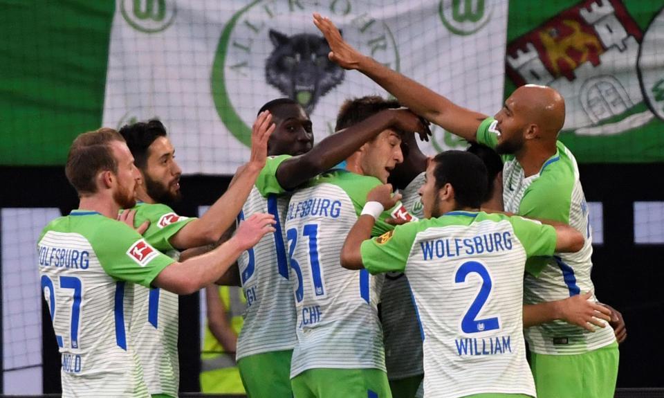 Bundesliga: Wolfsburgo vence play-off e consegue permanência