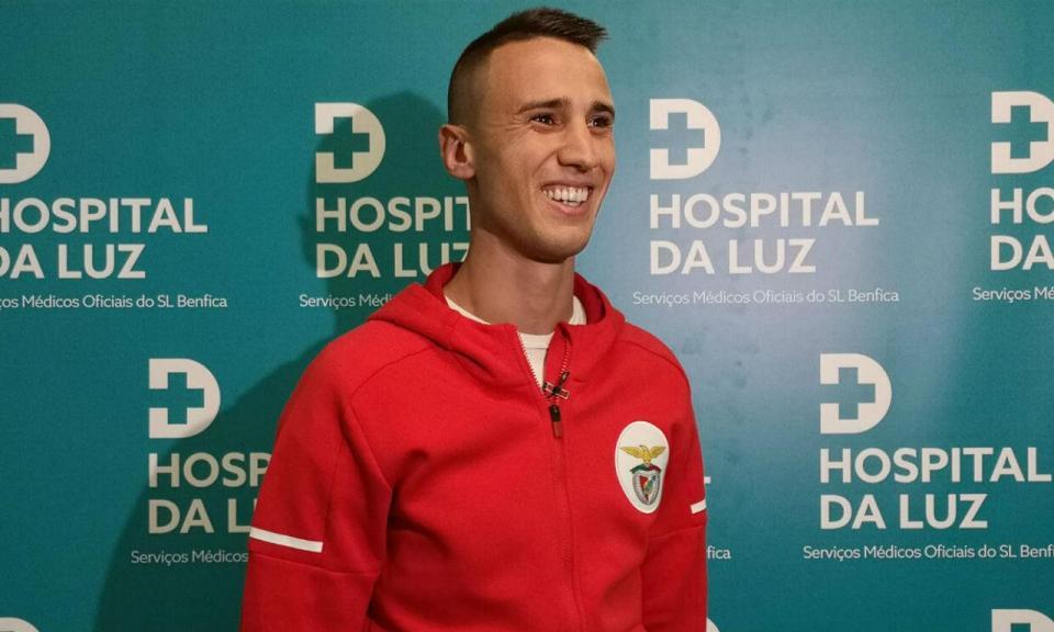 VÍDEO: Vlachodimos assinou por cinco épocas e já veste à Benfica