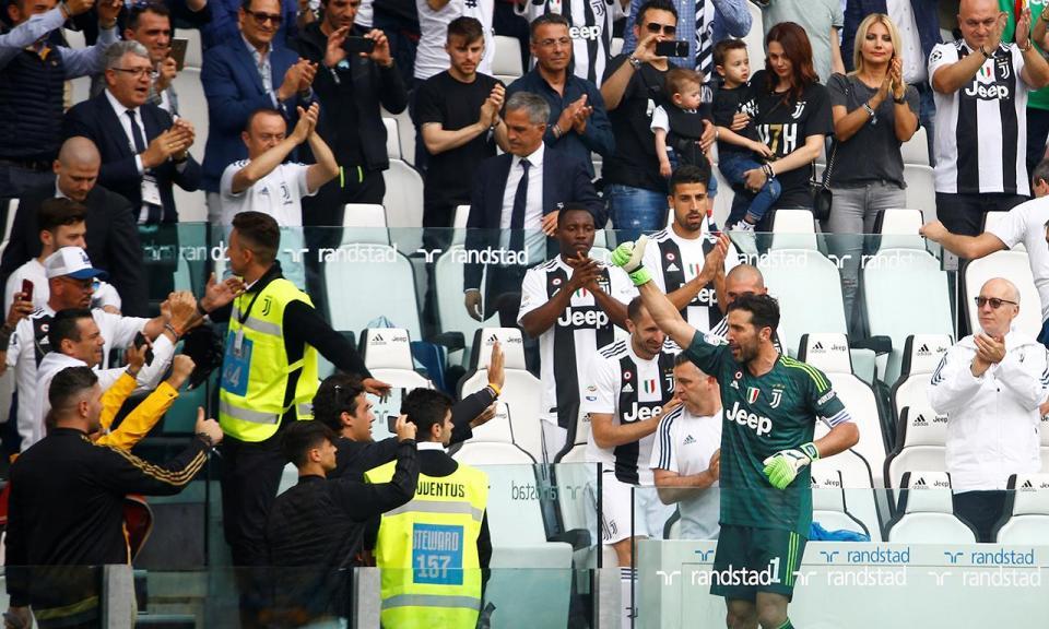 VÍDEO: um estádio em lágrimas no momento do adeus de Buffon