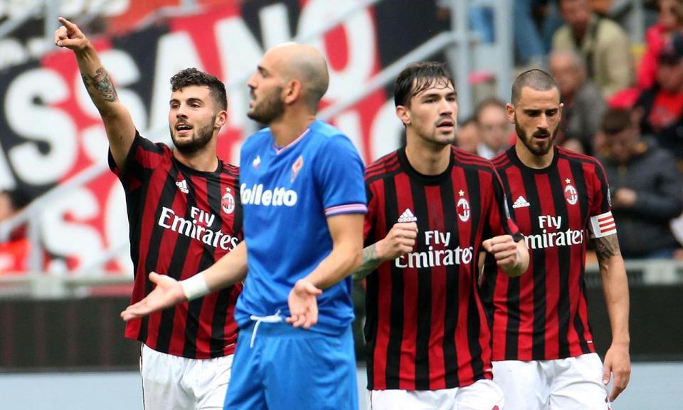 Milan goleia Fiorentina, com André Silva, e garante Liga Europa