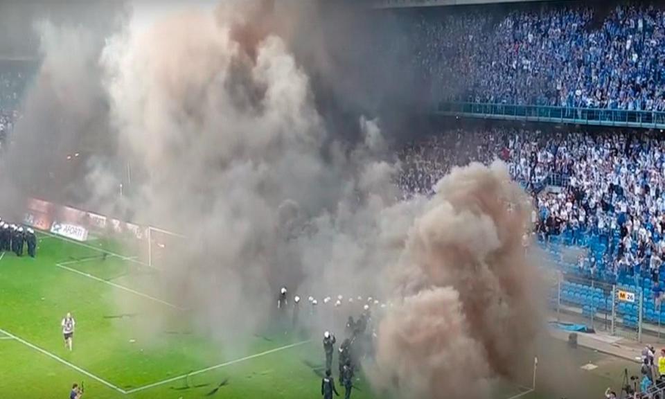 VÍDEO: Legia vence e celebra título após distúrbios de adeptos adversários