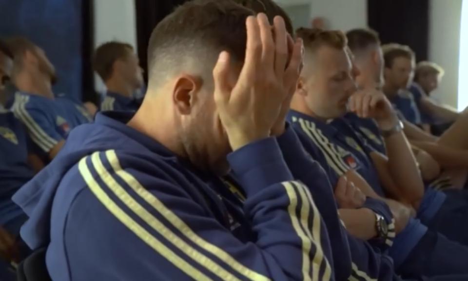 Suécia: jogadores emocionam-se com filhos em vídeo motivacional