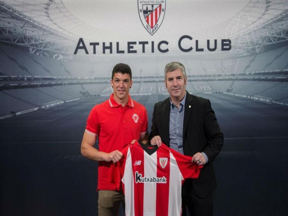 Capa assina pelo At. Bilbao