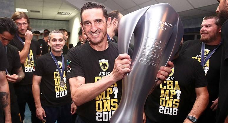 Campeões gregos, Hélder Lopes e André Simões ficam sem treinador