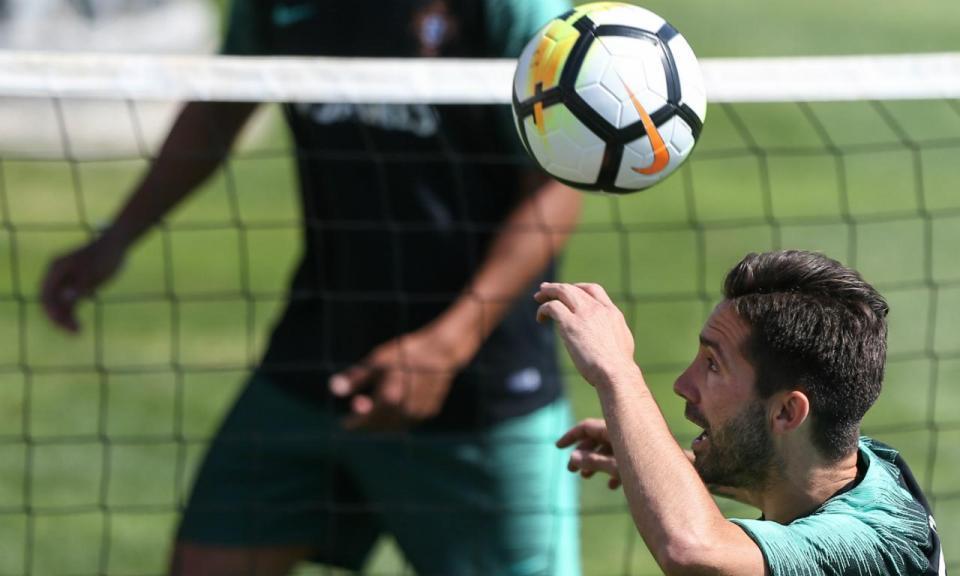 Moutinho e Guedes são as novidades do treino da Seleção