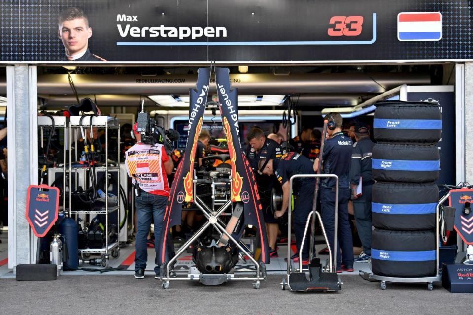 """Red Bull avisa Verstappen: """"Tem de parar de fazer estes erros"""""""