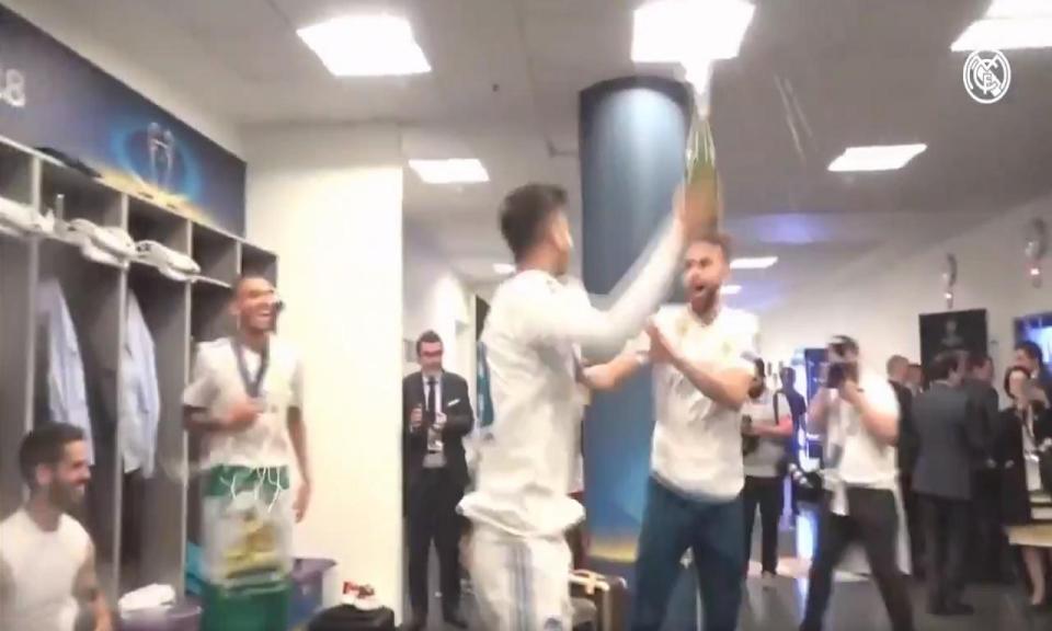 VÍDEO: os festejos dos jogadores do Real Madrid no balneário