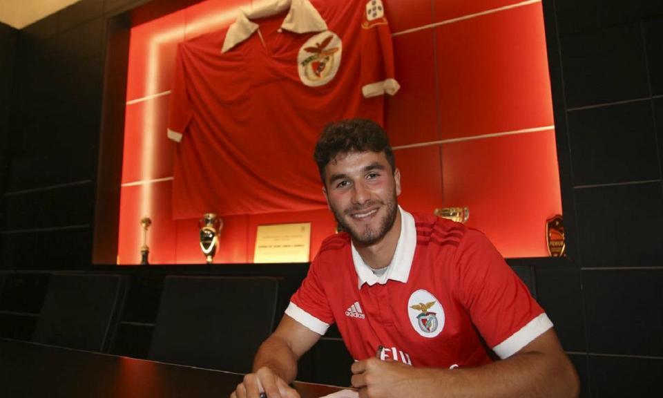 Benfica: júnior Gonçalo Loureiro renova por cinco anos