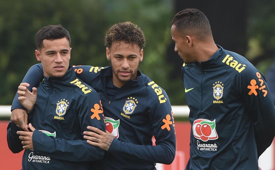 VÍDEO: o samba de Marcelo, Willian e companhia a caminho do treino