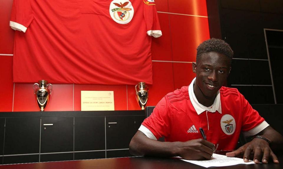 Benfica: Gerson Sousa assina contrato profissional