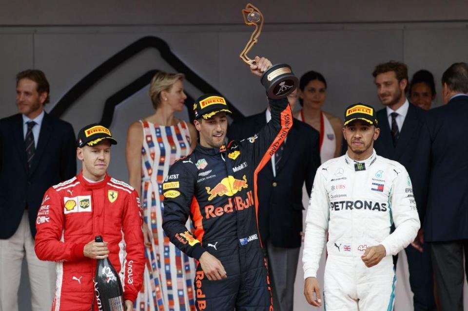 Lewis Hamilton acredita numa luta a três pelo título na F1