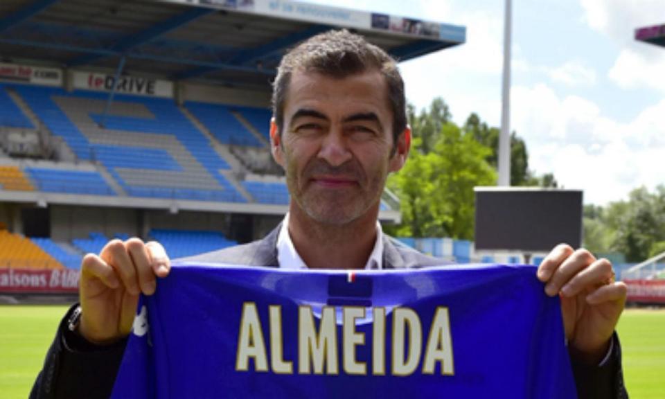 OFICIAL: Rui Almeida é o novo treinador do Troyes