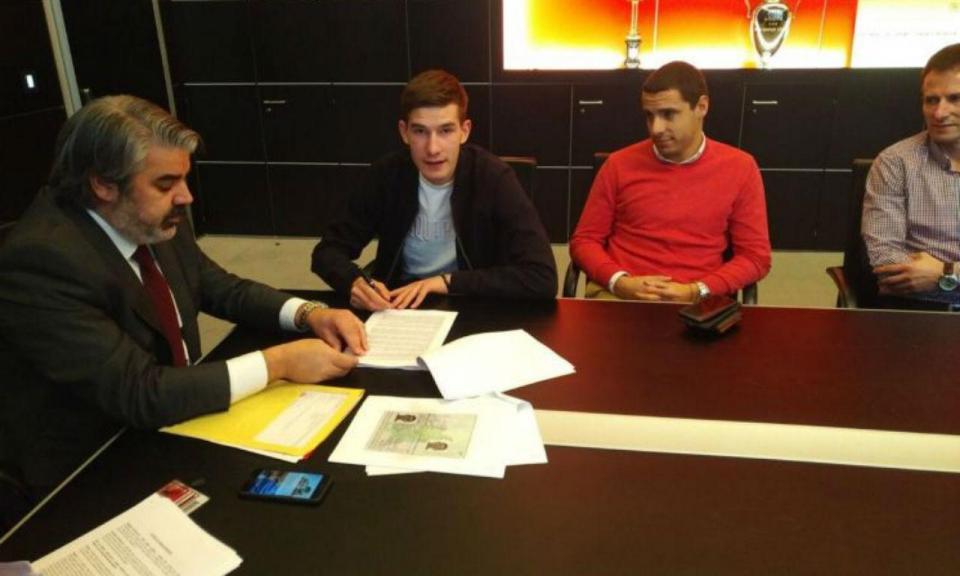 Benfica contrata jovem central esloveno