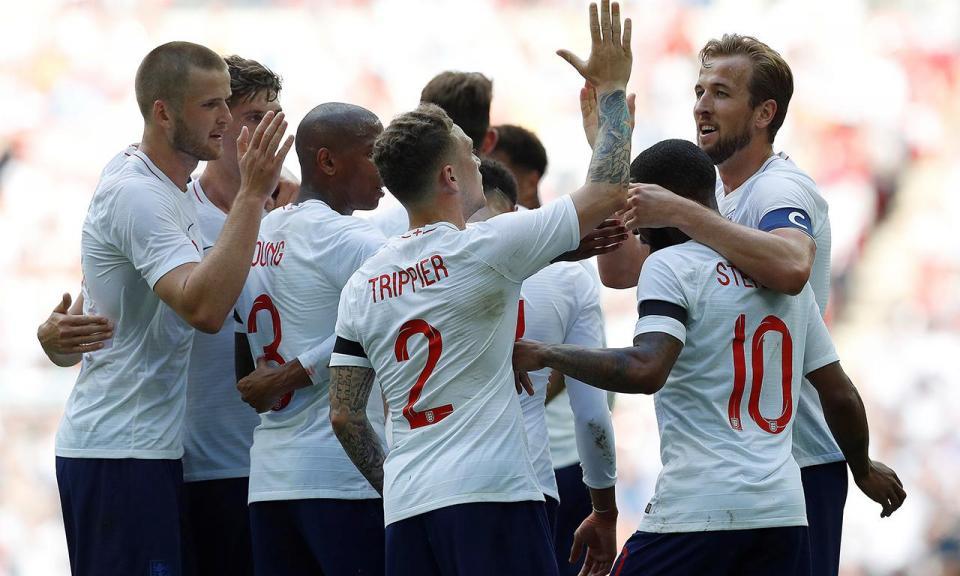 Inglaterra bate Nigéria em jogo com «toque» português