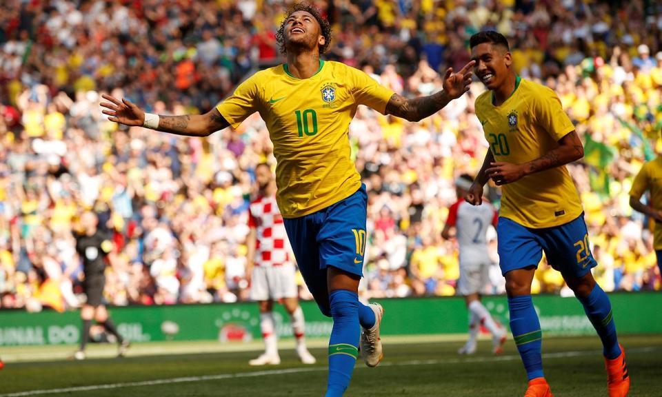 Neymar regressa três meses depois e lança vitória do Brasil