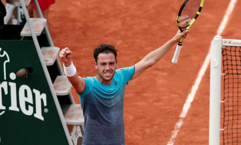 Roland Garros: Cecchinato afasta Djokovic e faz história