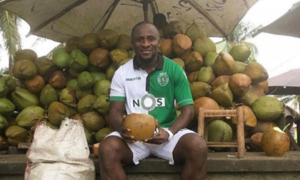 FOTO: Doumbia com a camisola do Sporting... em Madagáscar