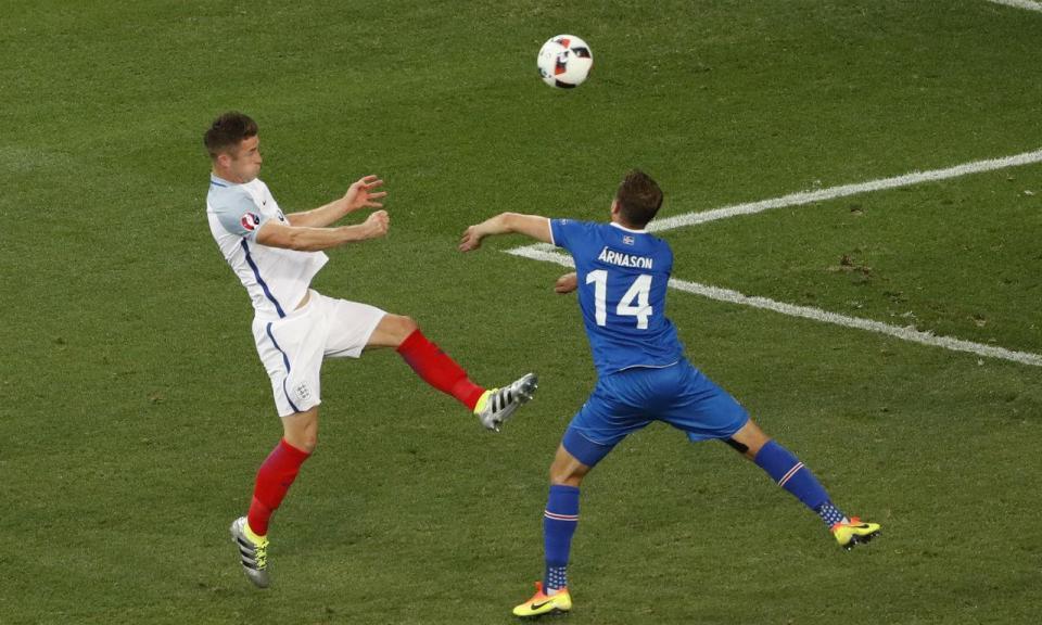 «No Reino Unido o futebol é só pontapé para a frente»