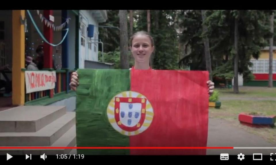VÍDEO: russos de escola em Kratovo torcem por um Portugal campeão