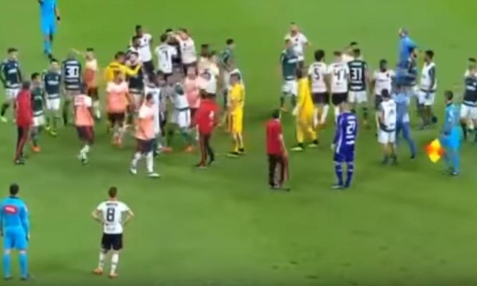 VÍDEO: confusão no Palmeiras-Flamengo acaba com seis expulsões