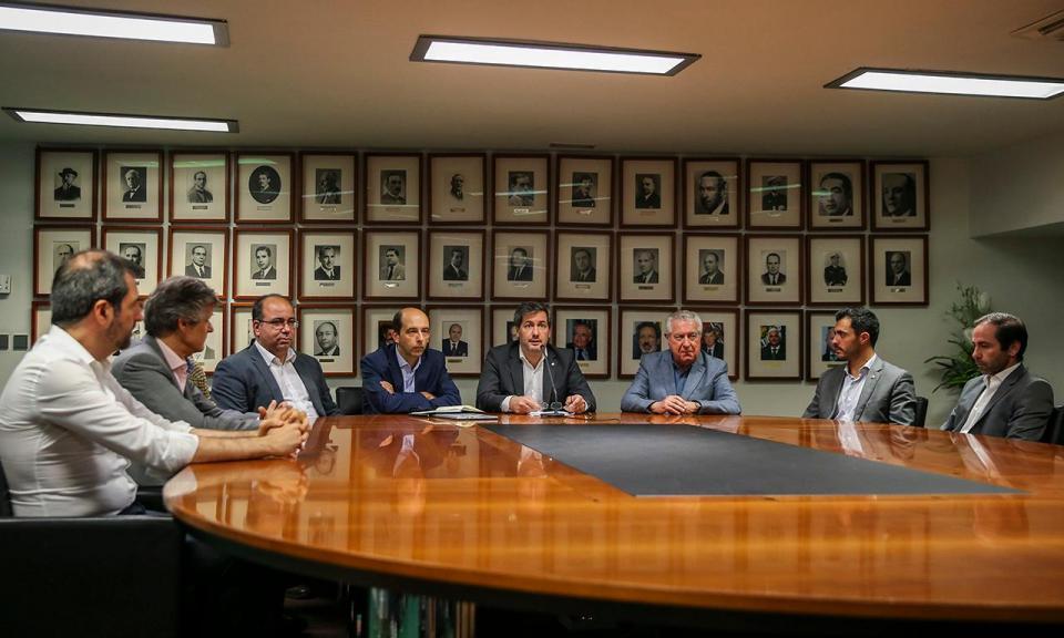 Bruno de Carvalho entrega petição para retirar suspensão de sócio